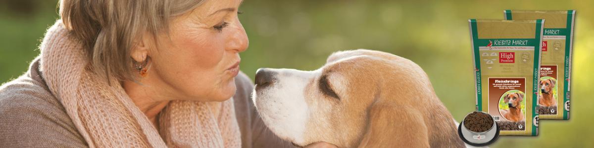 Hochwertiges Hundefutter und Leckerlis für eine gesunde Hundeernährung: Das Trockenfutter von Kiebitzmarkt bietet Ihrem Hund alles, was er für ein langes und vitales Leben braucht. Ob für große Hunderassen, für Sporthunde, Hundesenioren, Welpen oder Feinschmecker – unser Hundefutter ist speziell auf die Bedürfnisse für jeden Hundetyp abgestimmt.